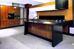bucatarie master-moderna cu fronturi de MDF