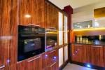 bucatarie moderna cu fronturi de MDF